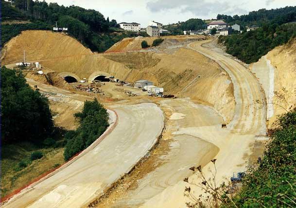 Construcción del túnel  de la autovía en Pedrafita