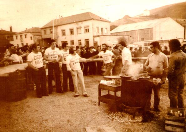 1978: Fiesta en la plaza del pueblo