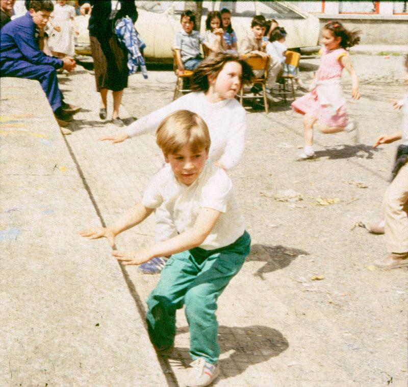 Hora del recreo en la escuela de Pedrafita